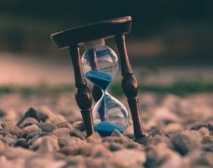 Time is Short aron-visuals-BXOXnQ26B7o-unsplash
